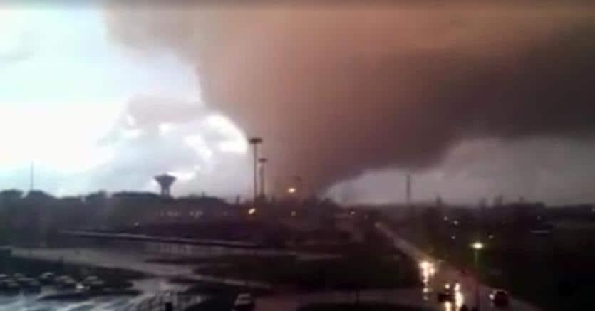 Tromba d'aria sul litorale romano, due morti, 22 feriti