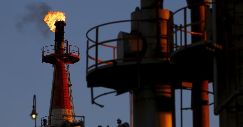 Petrolio, domanda non raggiungerà picco fino al 2040, rapporto IEA