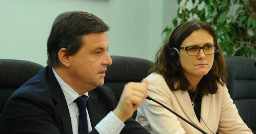 Il ministro dello Sviluppo economico, Carlo Calenda, e il commissario Ue al Commercio internazionale, Cecilia Malmström, a Milano nel corso del convegno su globalizzazione e politica commerciale (Fotogramma)