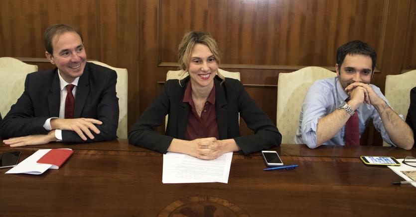 Al centro, la ministra della Pa, Marianna Madia (Ansa)