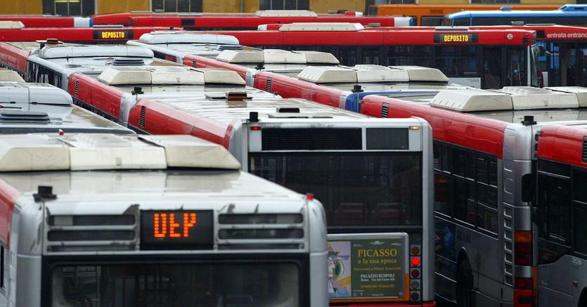 Venerdì doppietta di scioperi: possibili disagi per trasporti e rifiuti