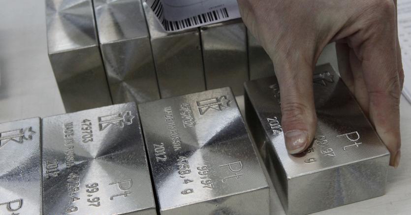 Lingotti di platino. (Reuters)