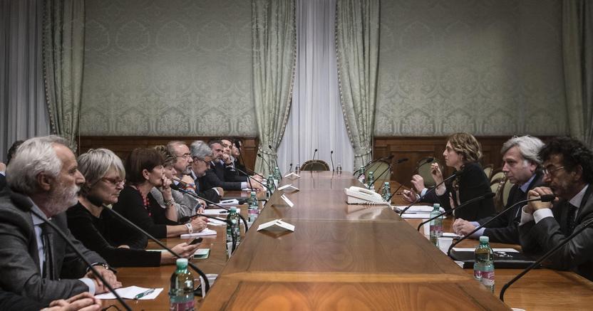 Il ministro della Pa Marianna Madia durante un incontro con i sindacati in un'immagine d'archivio. ANSA/ANGELO CARCONI