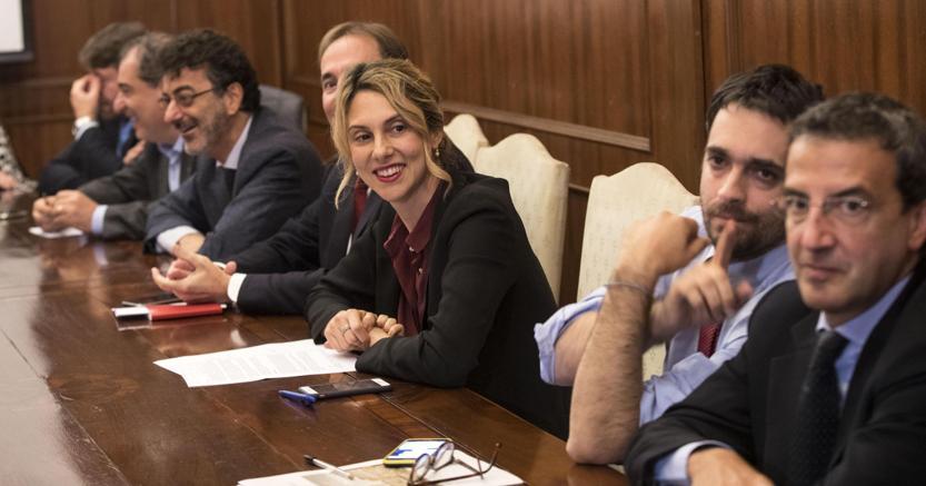 Il Sottosegretario alla P.a. Angelo Rughetti, la ministra della P.a, Marianna Madia, e Patrizio Caligiuri durante l'incontro con Cgil, Cisl e Uil sulla riapertura della contrattazione dopo un blocco di 7 anni. (Ansa)