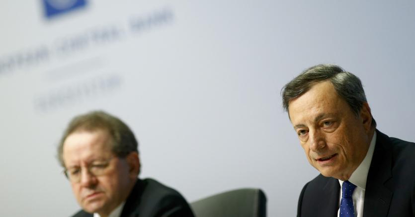 Il presidente della Bce, Mario Draghi (a destra, con il vicepresidente Vitor Constancio (Reuters)
