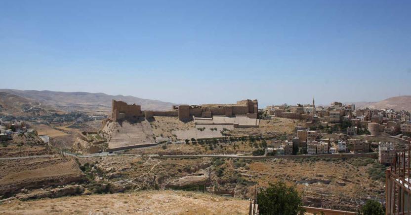 Giordania, terroristi si barricano con ostaggi in un castello: 7 morti