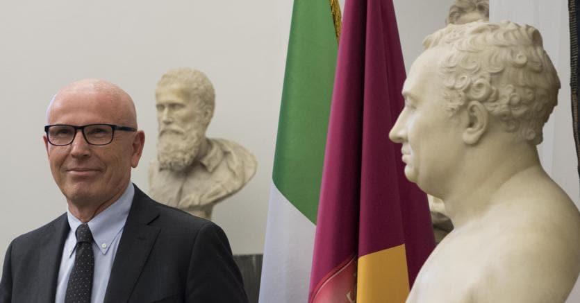 Roma, la Raggi commissariata da Grillo sacrifica i fedelissimi