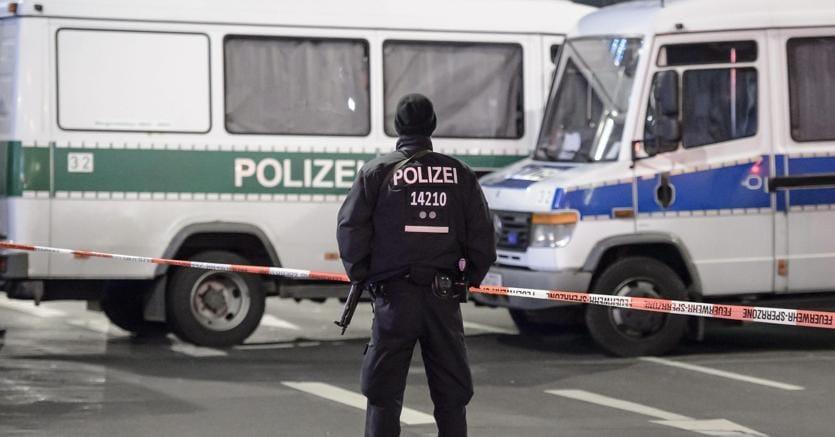 Strage di Berlino: arriva la rivendicazione dell'Isis, almeno un killer in fuga