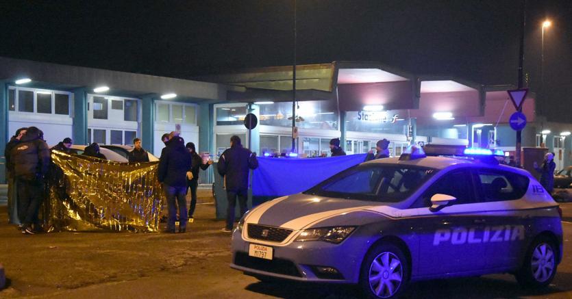 Milano, spara ad agenti durante controllo: ucciso