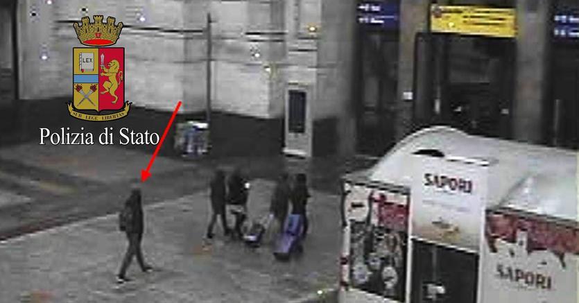 Il fotogramma che mostra Anis Amri nella Stazione Centrale di Milano alle ore 00.58 del 23 dicembre 2016