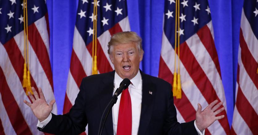 Trump ad Arlington, prima tappa del percorso di insediamento alla Casa Bianca