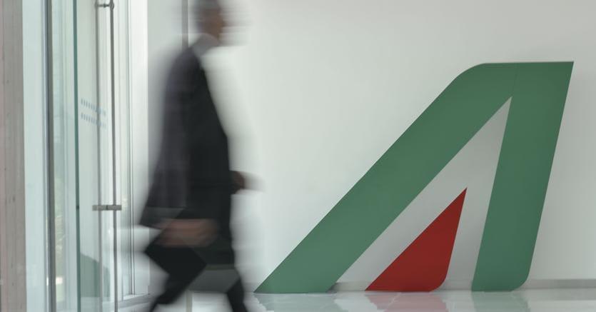 Alitalia, avviato il taglio dei costi di 160 milioni