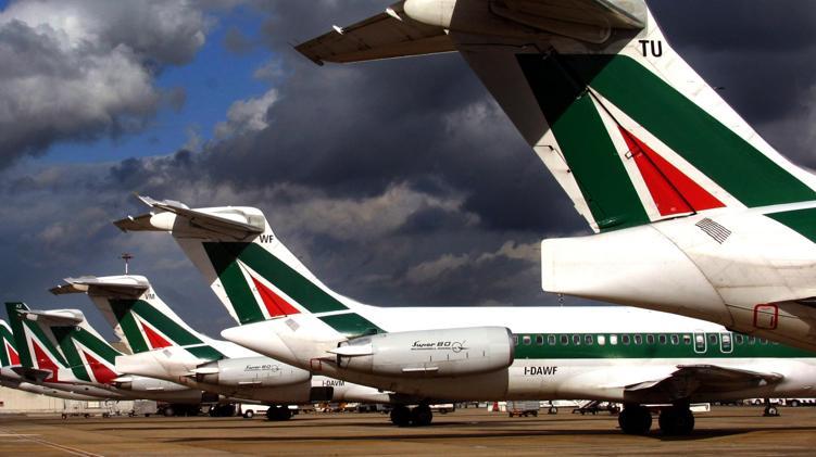 Alitalia, oggi incontro con i sindacati. Delrio: