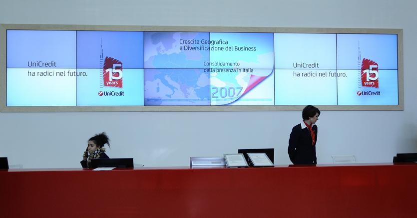 Chiusura Borsa Milano: Vola lo spread, tonfo di UniCredit