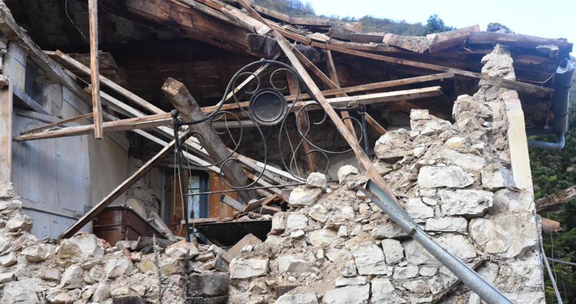 Terremoto, forti scosse tra Macerata e Perugia: magnitudo fino a 4.4