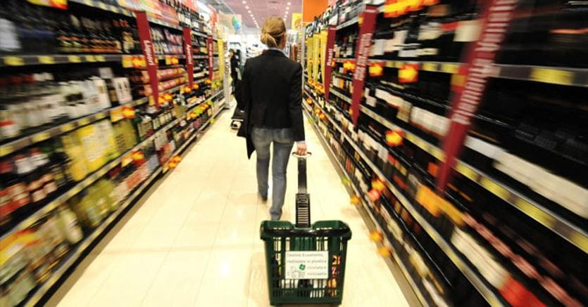 Istat: a gennaio l'inflazione alza la testa, prezzi +0,9%