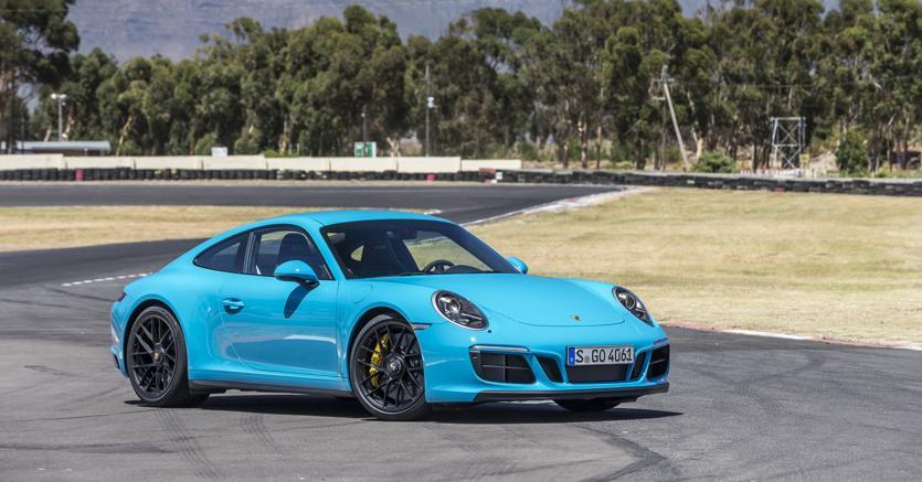 Porsche carrera 911 gts una sportiva che legge nel for Porsche ka che