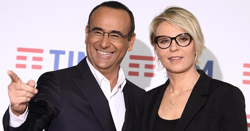 Carlo Conti con Maria DeFilippi  (Ansa)