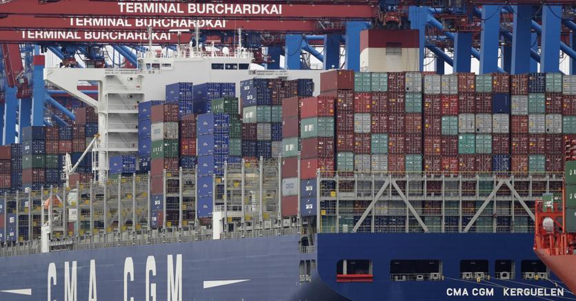 Una nave container nel porto di Amburgo (Ap)