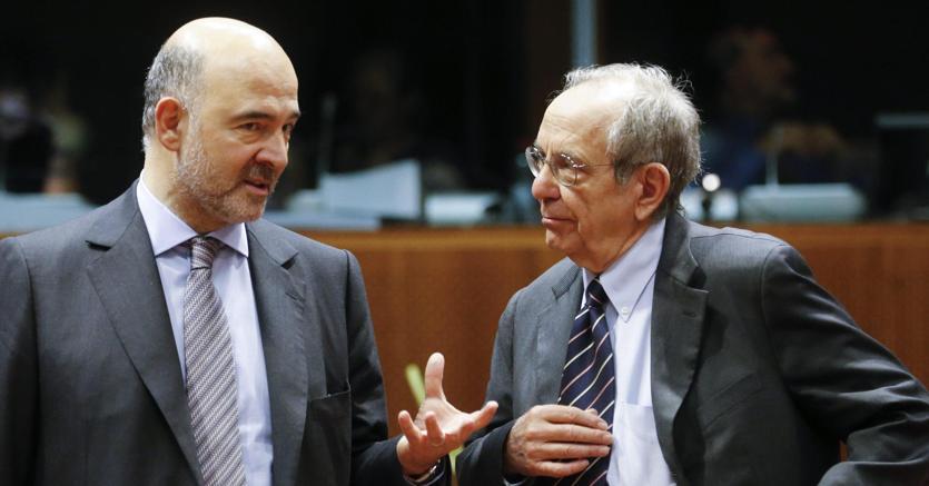 Il commissario agli Affari economici e finanziari Pierre Moscovici con il ministro dell'Economia Pier Carlo Padoan
