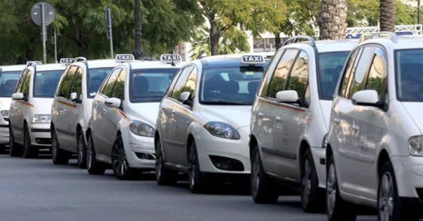 Taxi in sciopero contro Uber e Ncc