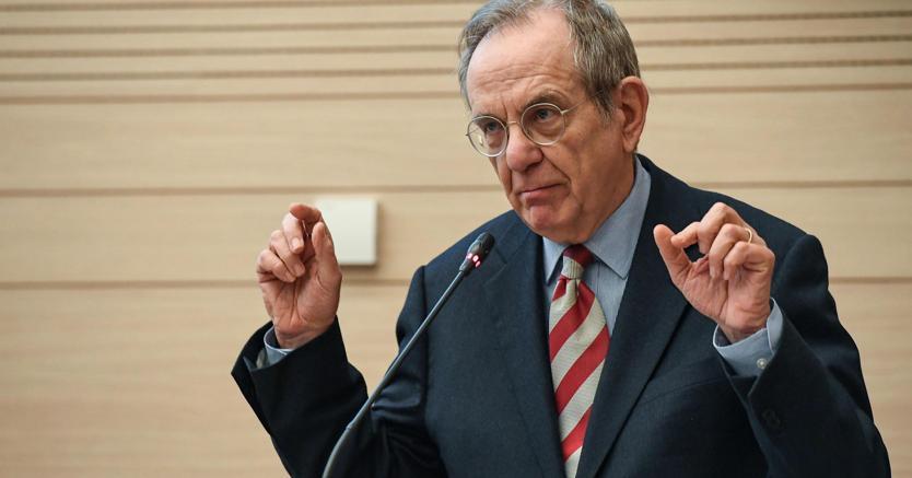 Il ministro dellEconomia Pier Carlo Padoan. Foto Ansa