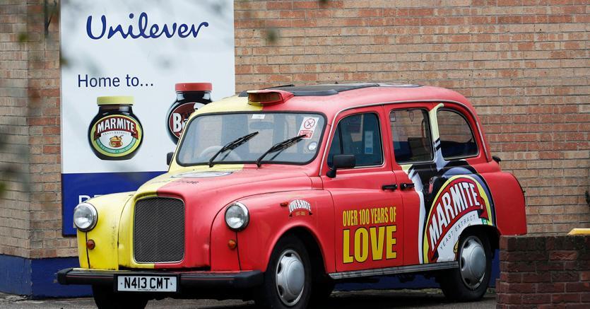 L'esterno della fabbrica Unilever di Burton upon Trent, nei pressi di Birmingham (Reuters)