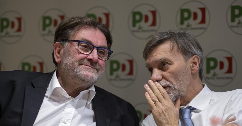 Il ministro delle Infrastrutture Graziano Delrio e il presidente della Commissione Trasporti della Camera Michele Meta