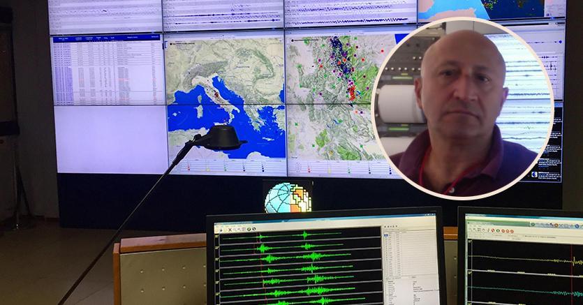 Nel riquadro Salvatore Mazza, sullo sfondo la sala monitoraggio sismico dell'Istituto Nazionale di Geofisica e Vulcanologia (ANSA)
