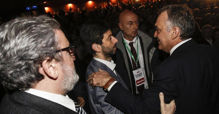 Michele Emiliano (s) Roberto Speranza e Enrico Rossi al teatro Vittoria di Testaccio durante il ritrovo nazionale dell'associazione Democraticisocialisti - Ansa