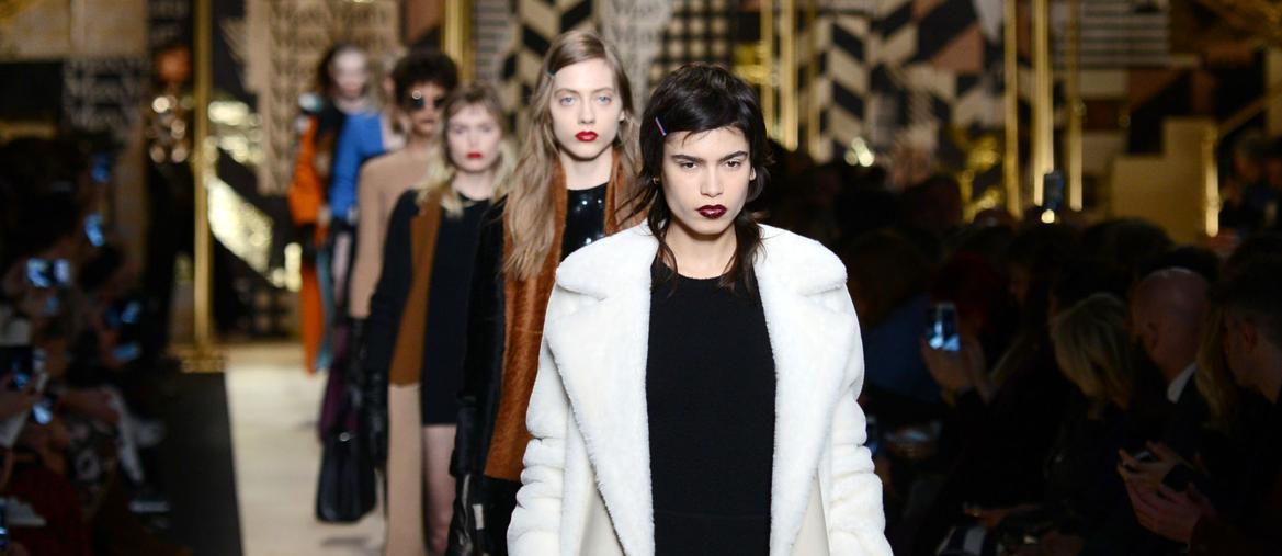 Sfilate di Milano  moda donna volàno per l intero sistema - Il Sole ... 76293859b78