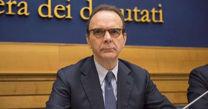 Stefano Parisi durante la conferenza stampa di presentazione della proposta di legge sulla sfiducia costruttiva alla Camera