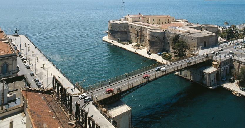 Asta Mobili Taranto : Il ponte girevole di taranto perde i pezzi comune e