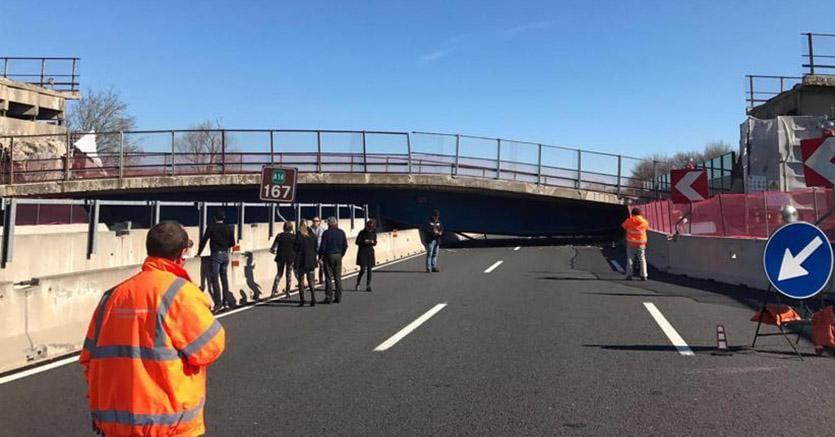 VIDEO Ancona, crolla ponte sulla A14: due morti e due feriti