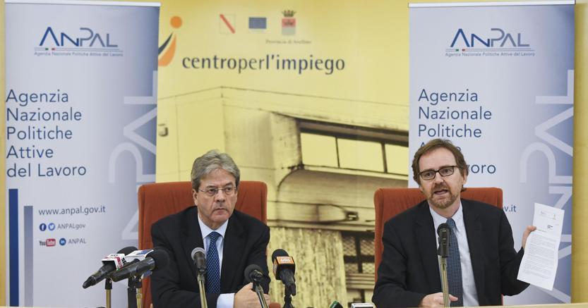 Il premier  Paolo Gentiloni e il presidente Anpal Maurizio Del Conte