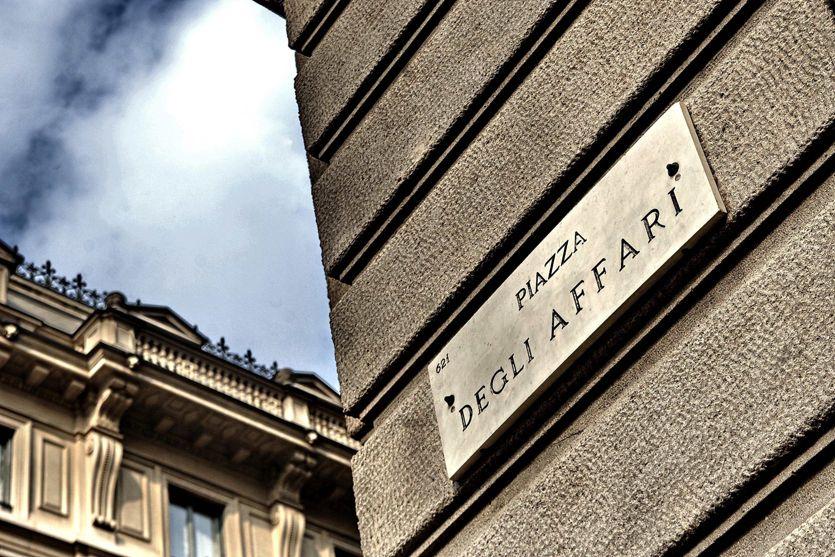 Borsa: Milano gira in negativo (-0,3%)