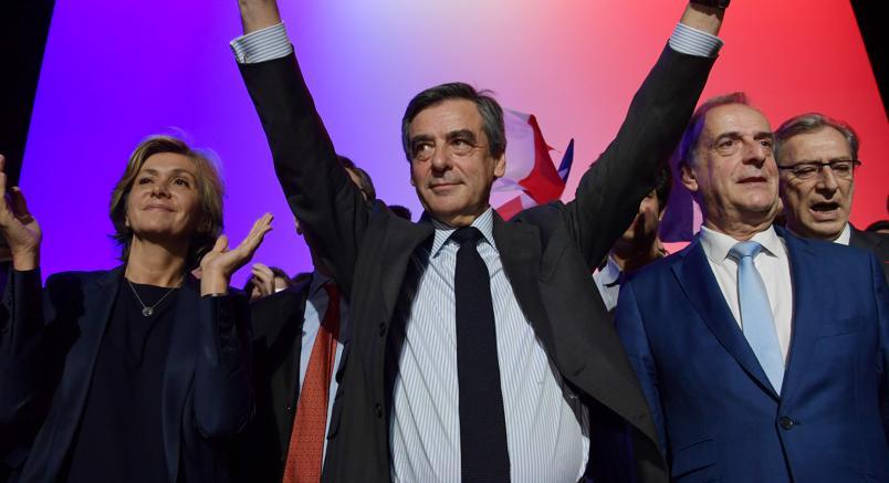 Indagato per aver assunto le figlie minorenni, si dimette ministro dell'Interno francese
