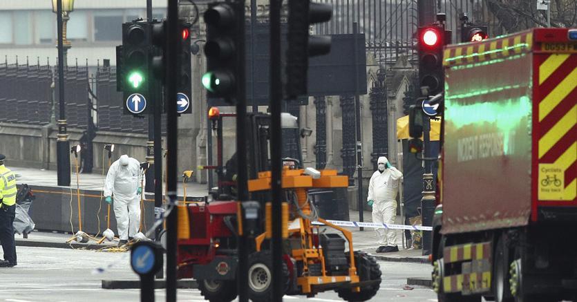 Londra auto sulla folla e attacco al parlamento 4 morti for Parlamento ieri