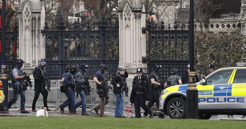 Attacco a Westminster, sale a 5 il bilancio delle vittime