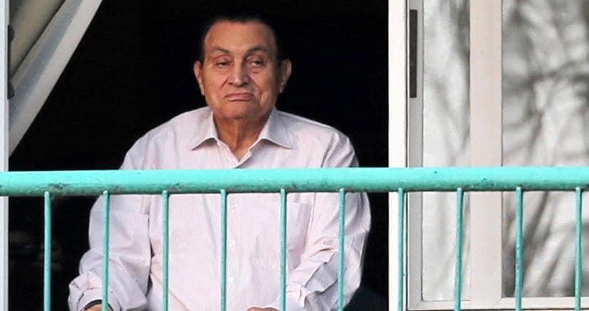 Egitto, Mubarak torna libero: l'ex presidente lascia l'ospedale militare dopo 6 anni