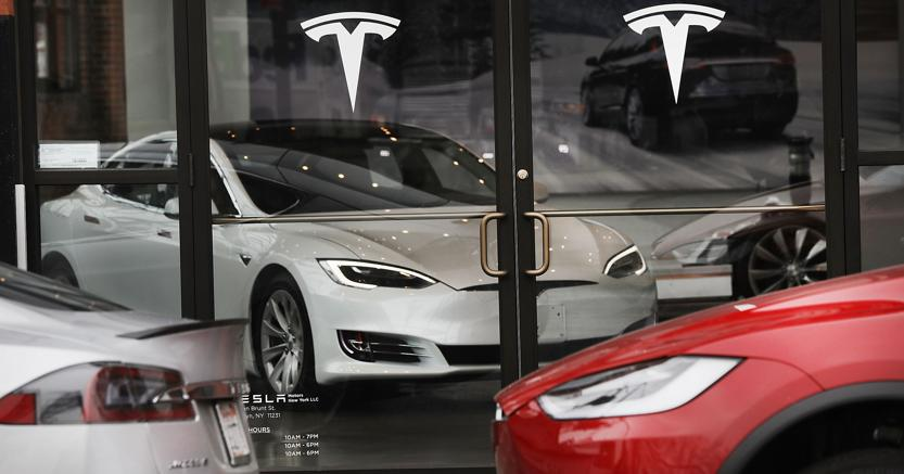 Motor City si piega a Silicon Valley, Tesla vale più di Gm