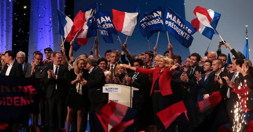 Risultati immagini per comizio della Le Pen immagini