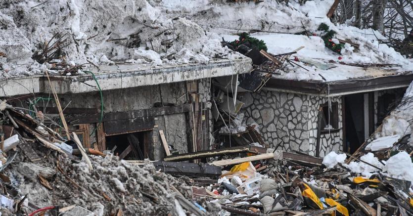 Ventinove colombe bianche per le vittime della valanga