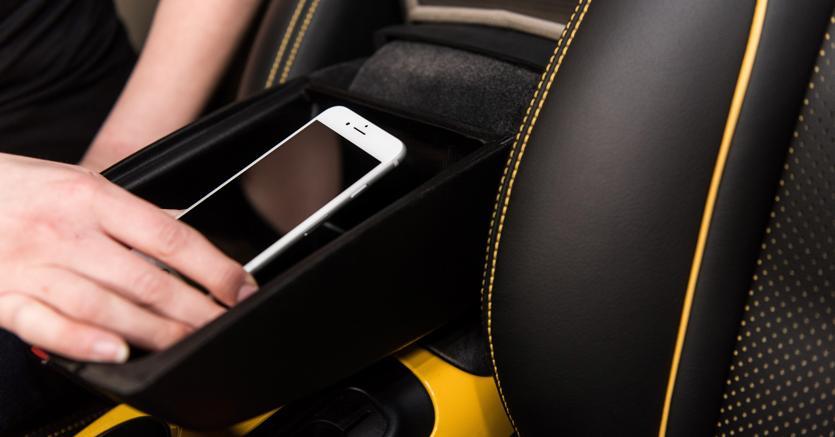 Sicurezza stradale: Nissan disattiva lo smartphone per evitare incidenti