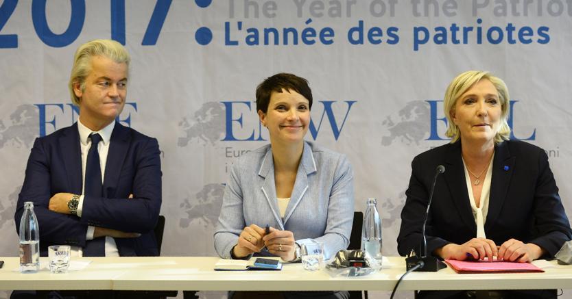 Geert Wilders, Frauke Petry e Marine Le Pen durante il raduno degli euroscettici a Coblenza, nel gennaio scorso