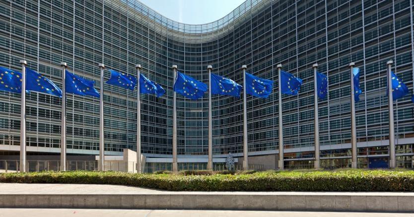 Ue: incertezza politica e banche rischi per la crescita italiana