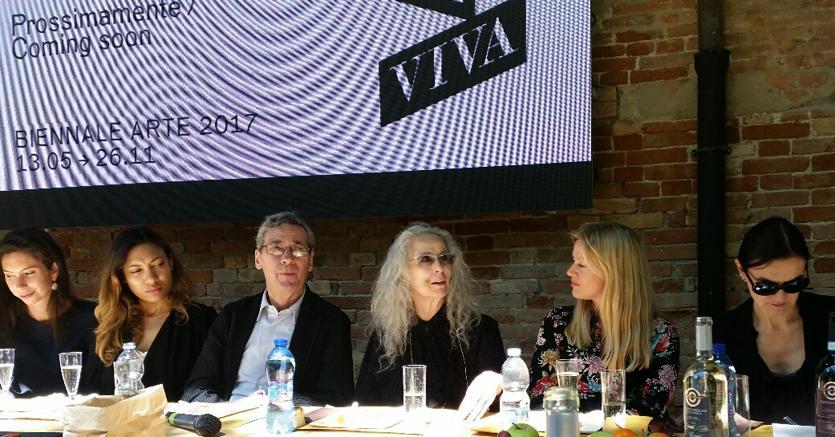 L'artista Kiki Smith al centro della «Tavola Aperta» ai Giardini della Biennale di Venezia