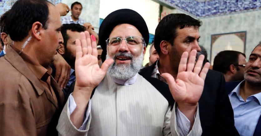 Il candidato conservatore Ebrahim Raisi (Afp)
