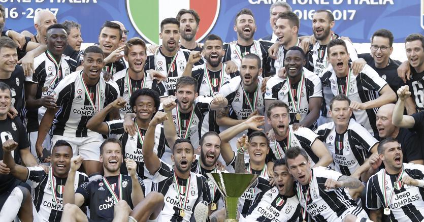 Juventus campione d 39 italia ma l 39 obiettivo vero la for Tutti gli stemmi della juventus