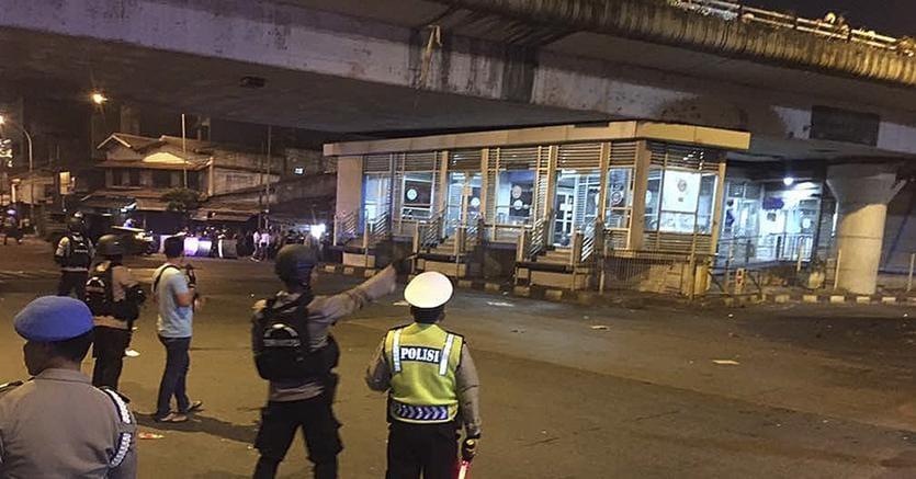 Indonesia: due esplosioni a Giacarta, vittime